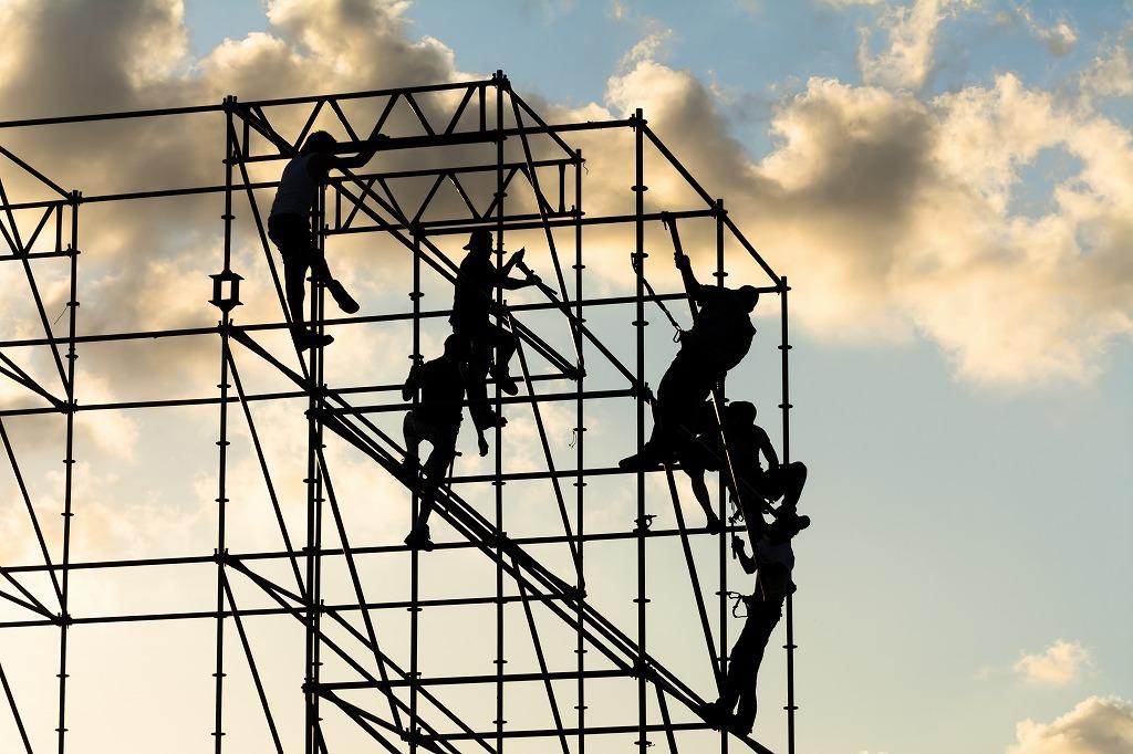 足場工事の種類と施工の流れ